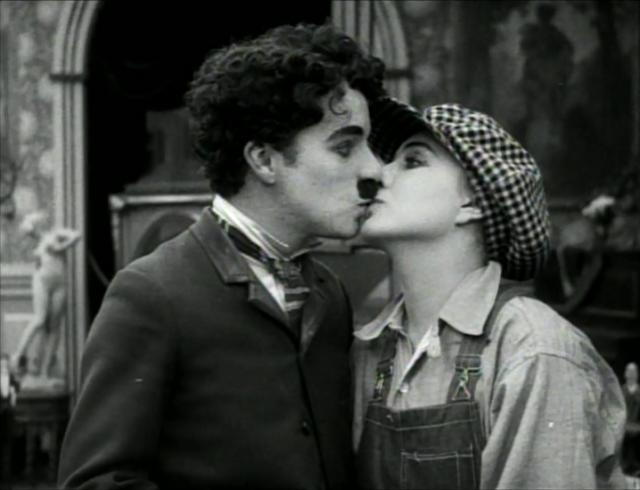 chaplin-kissing-Edna